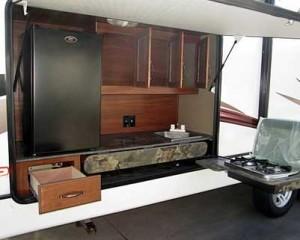 2012 Cougar 29 RBK outdoor kitchen