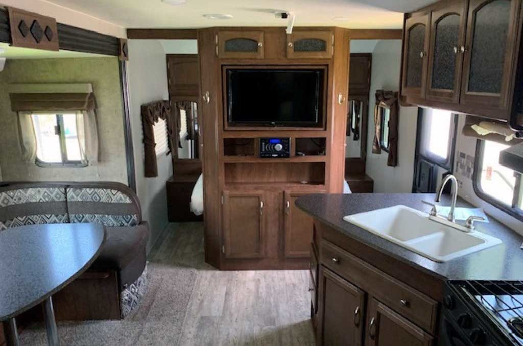 Roomy interior with entertainment centre TV/DVD/Stereo