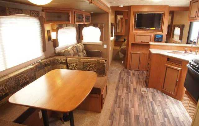 Booth dinette, living room with entertainment centre, TV/DVD/Stereo